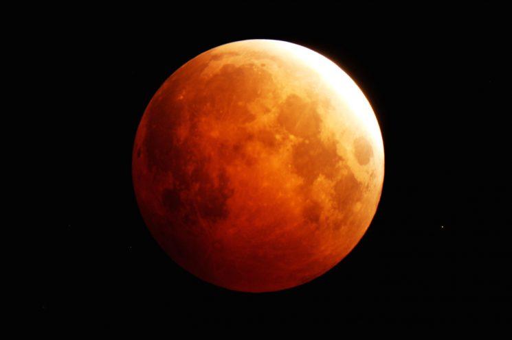 Eclipse total de luna: mantener el equilibrio interno y estar atento a las verdades que se van a revelar