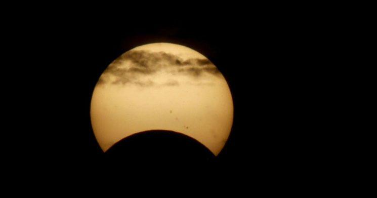 Eclipse parcial de sol: tiempos para reconectarnos con nuestra identidad personal