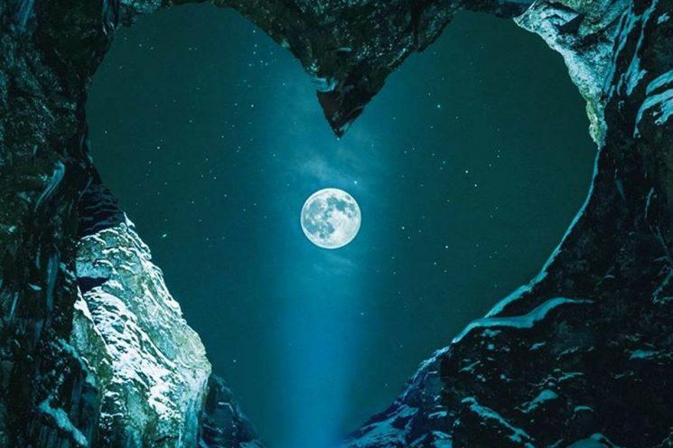 Luna llena en Piscis: La fuerza de los peces nos lleva a nadar hacia un nuevo ciclo